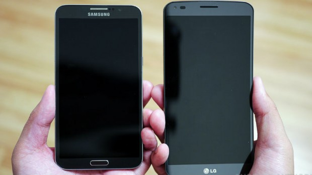 LG-G-Flex-vs-Samsung-Galaxy-Round-Quick-Look-Hands-on-AA-7-of-11