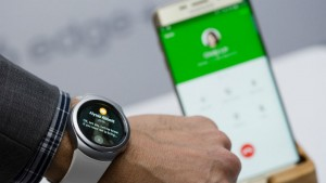 mashable_IFA2015_samsung_watch-10