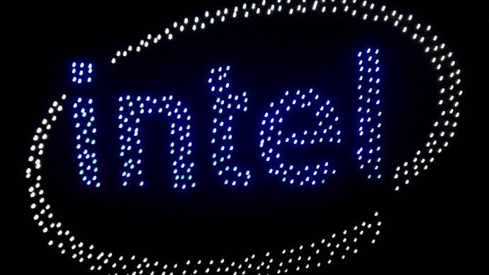 Intel prezintă o dronă creată special pentru spectacole de lumini aeriene