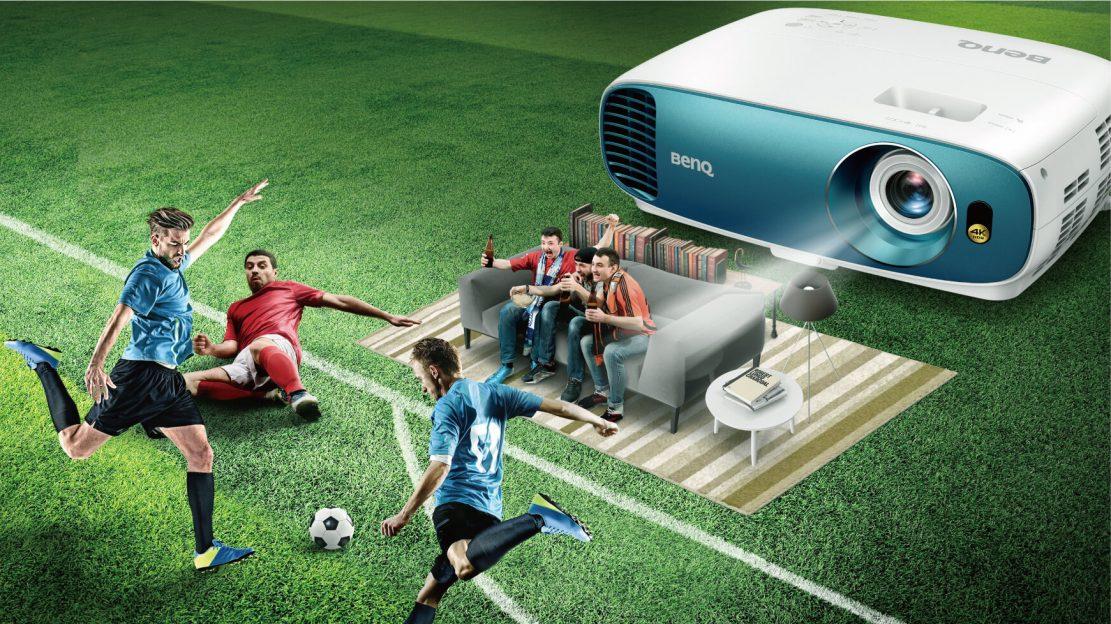 Ai nevoie de un proiector ieftin și bun pentru viitorul sezon de fotbal