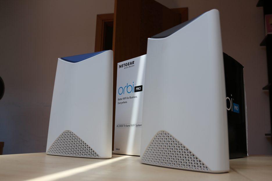 Review NETGEAR Orbi Pro: o soluție wireless pentru birou și case mari