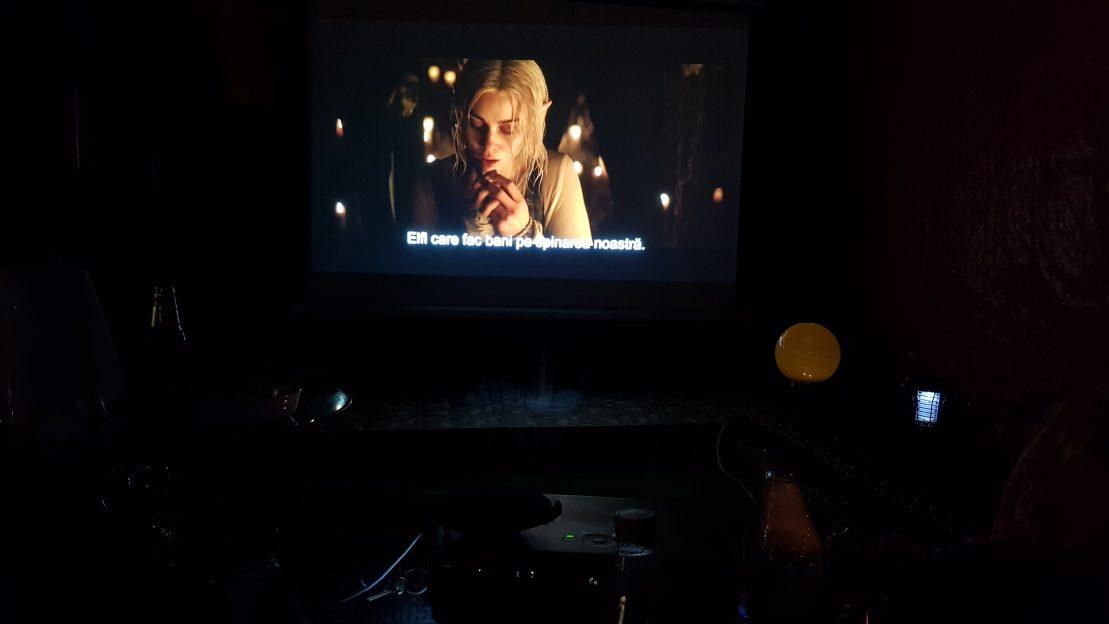 Filme și meciuri pe videoproiector în casă și în curte – O experiență de 2 luni de zile
