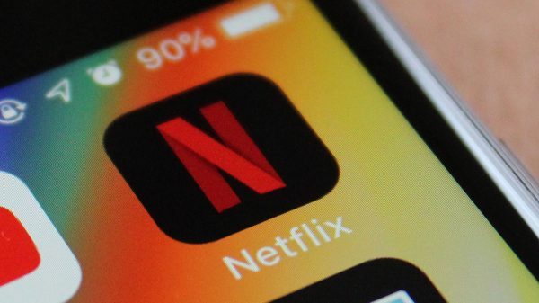 Netflix lansează Smart Downloads