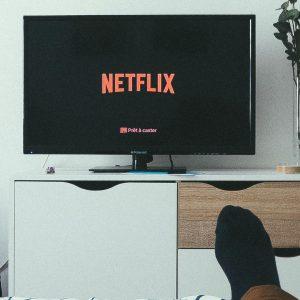Romanii aleg mai mult TV
