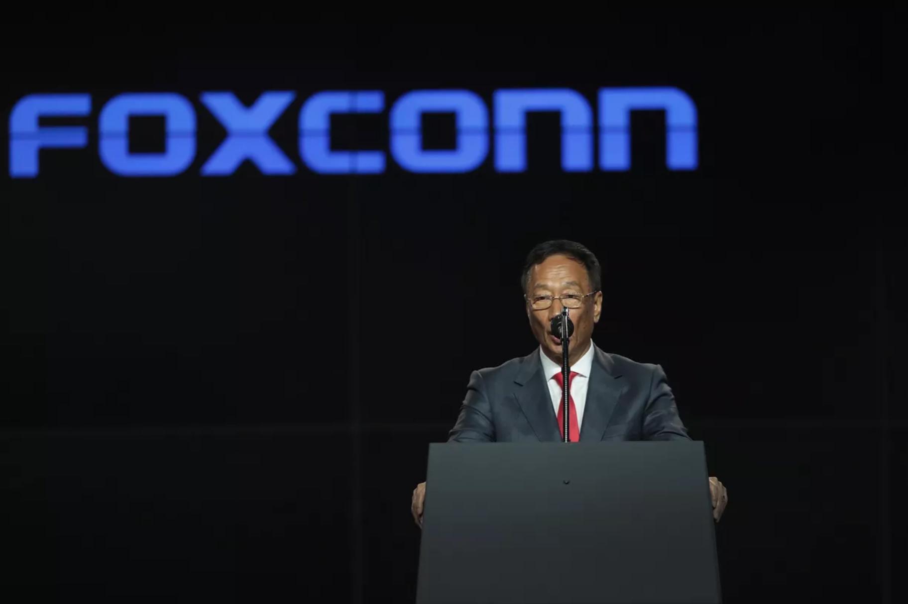 Foxconn imploră Apple să mute producția în Taiwan