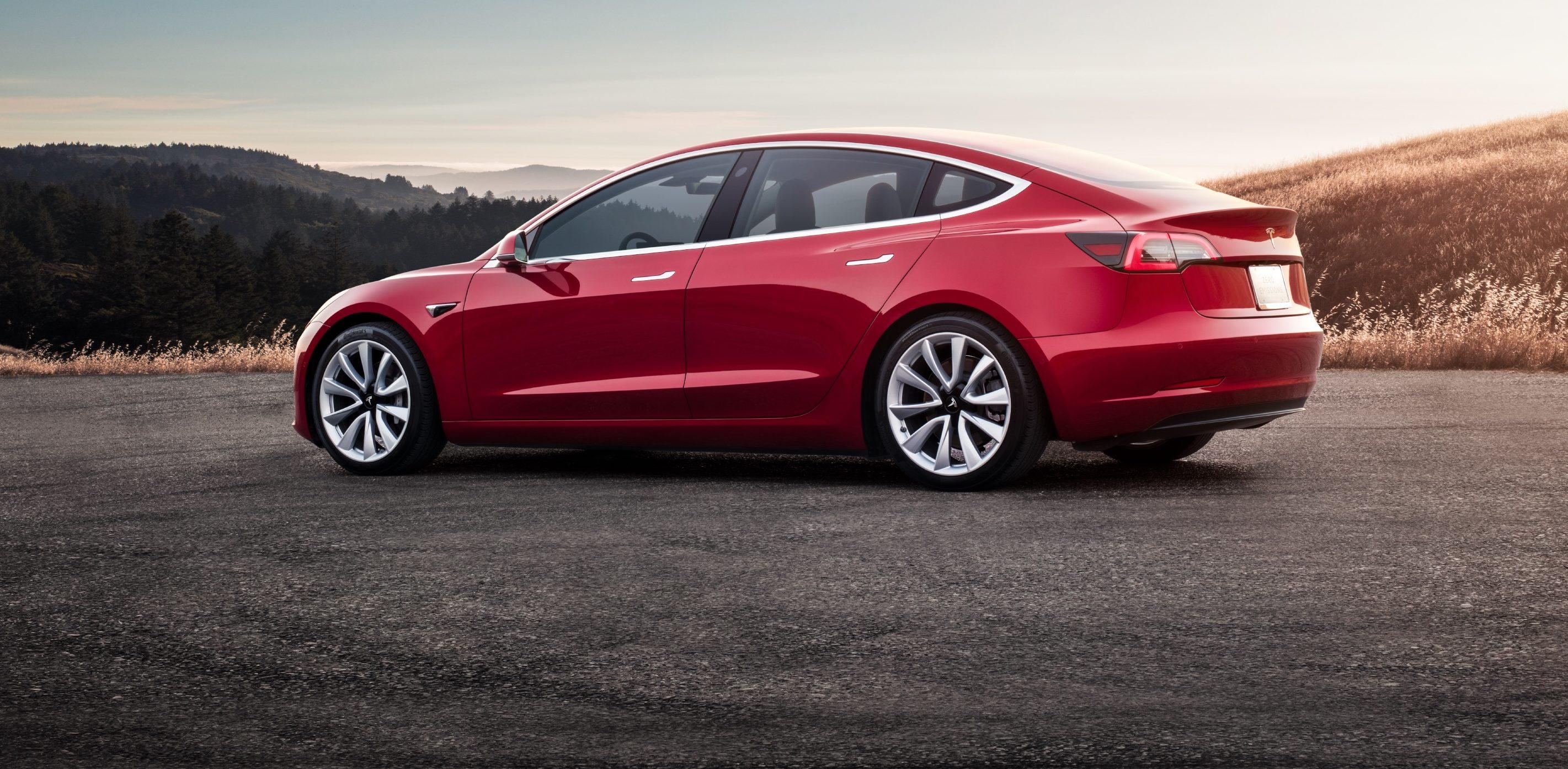 Se întâmplă în tech duminică - Tesla Model 3