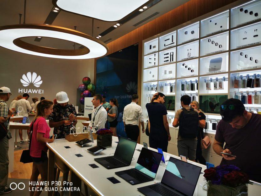 Se întâmplă în tech luni Huawei Experience Store