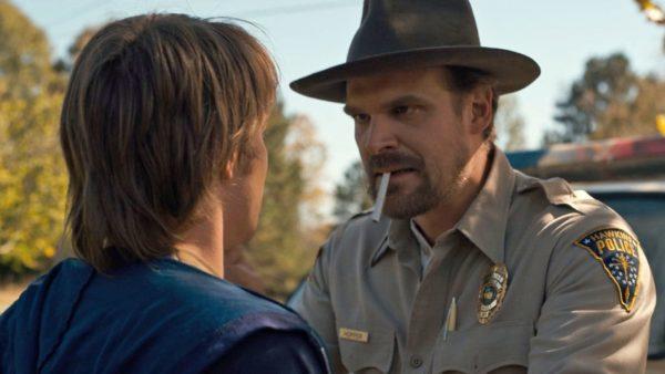 Serialele originale Netflix nu vor mai conține scene în care apar personaje care fumează