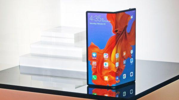 Se întâmplă în tech joi: Huawei amână lansarea Mate X după luna septembrie 2019