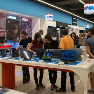 eMAG deschide al 4-lea Apple Shop