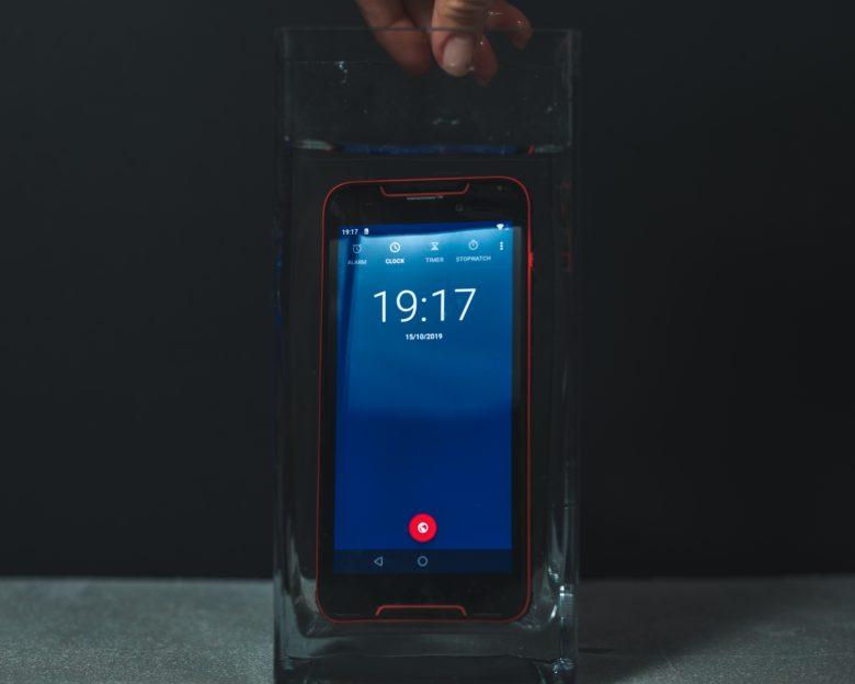 smartphone ieftin si rezistent