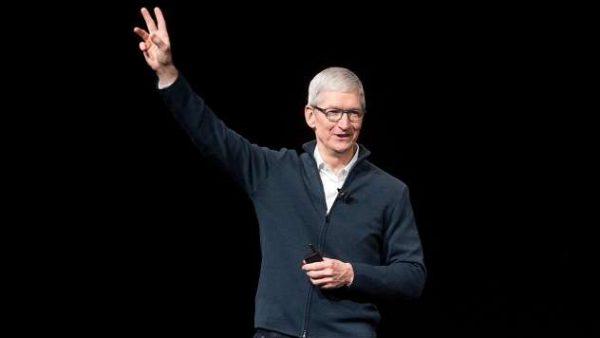 Apple a spionat mesajele unui fost CEO al companiei