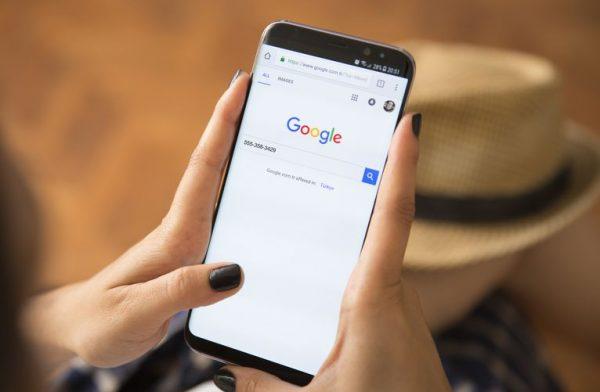 Google trimite mesaje de pe telefonul tău fără să știi că face asta. Mai mulți utilizatori au observat că Google trimite un mesaj de pe numărul acestora, fără acordul lor sau fără notificări.