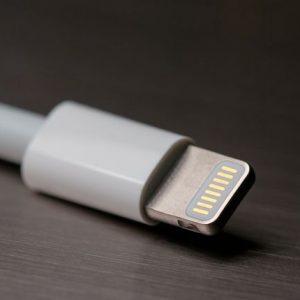Apple ar putea fi obligat să treacă la încărcarea prin USB-C
