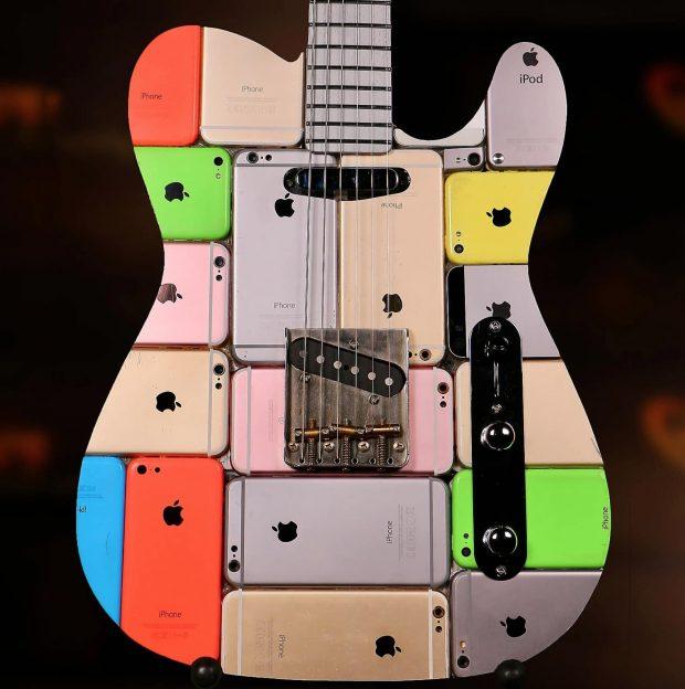 Cum arată chitara funcțională făcută din 106 iPhone-uri