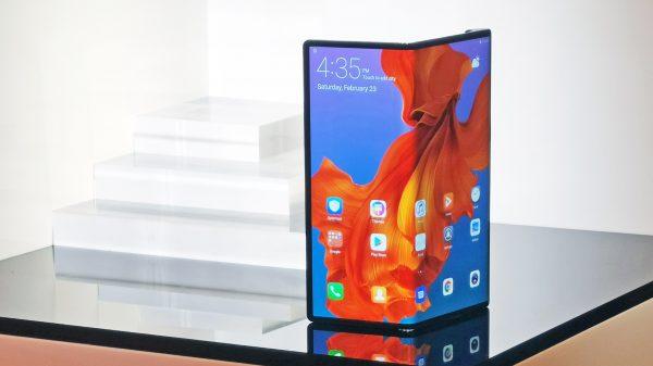 Huawei vinde 100.000 de telefoane Mate X pe lună