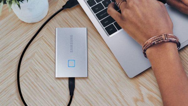 Noul SSD extern de la Samsung vine cu un senzor de amprentă