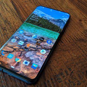 Seria OnePlus 8 ar putea concura cu Galaxy S20 printr-un display fluid