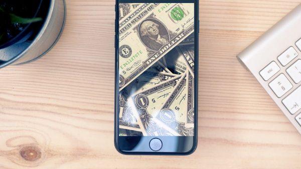 Vânzările de iPhone-uri de la Apple
