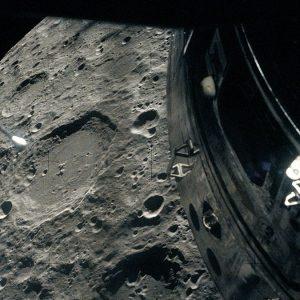 Urmăriți Apollo 13