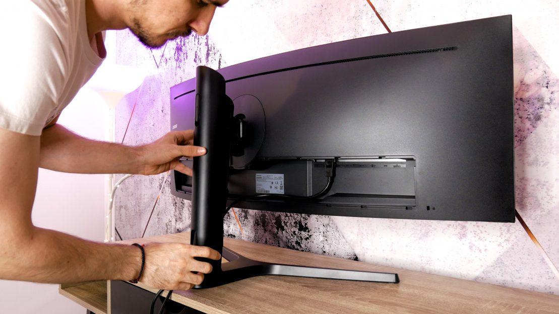 Samsung C43J890DKU management al cablurilor
