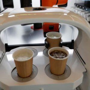 O cafenea din Coreea de Sud folosește robo-bariști