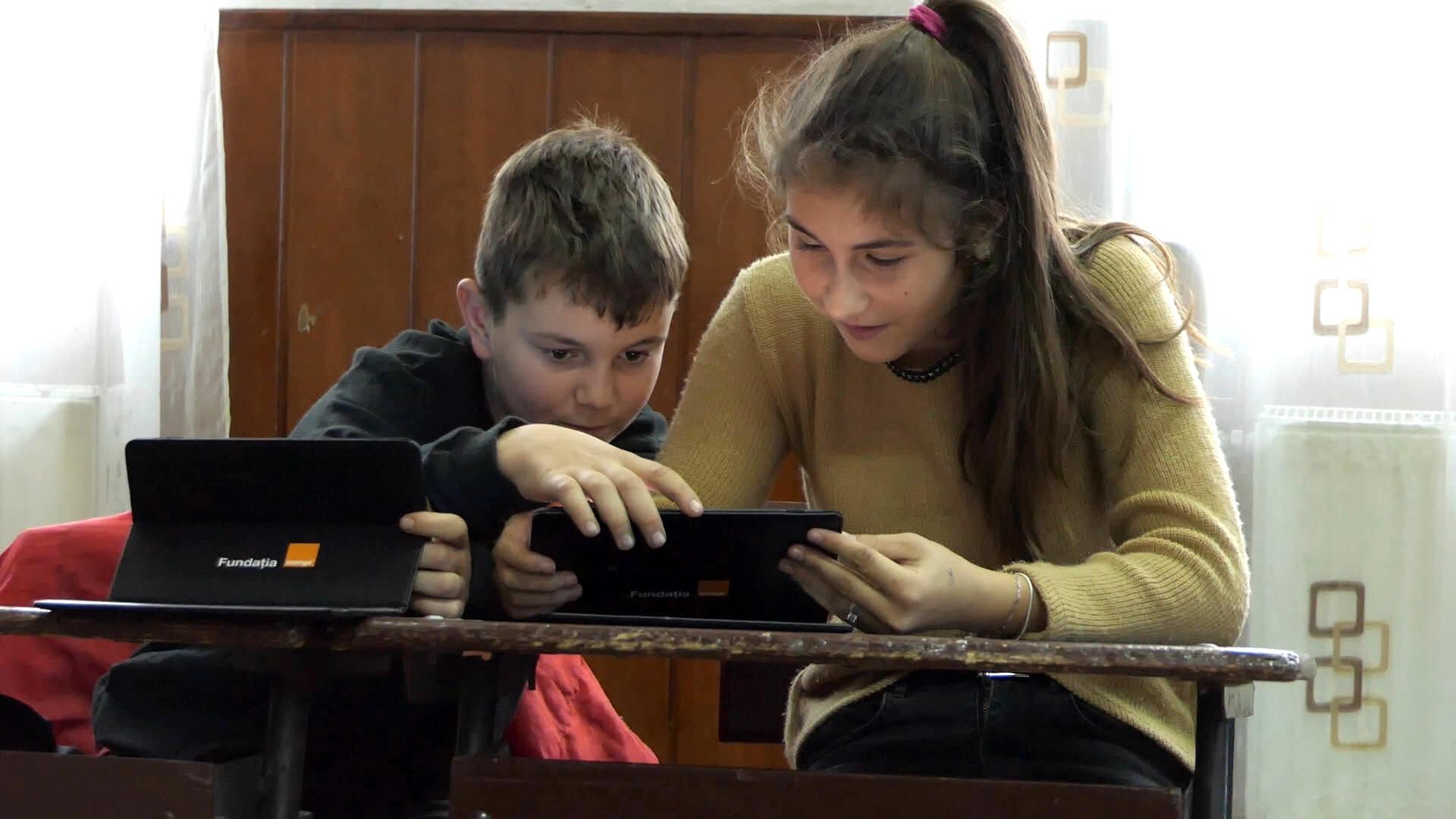 1500 de tablete pentru elevii fără posibilități financiare