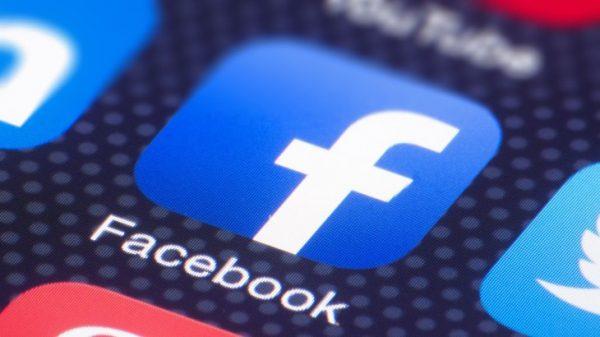 Comisia de Informații a luat la întrebări Facebook