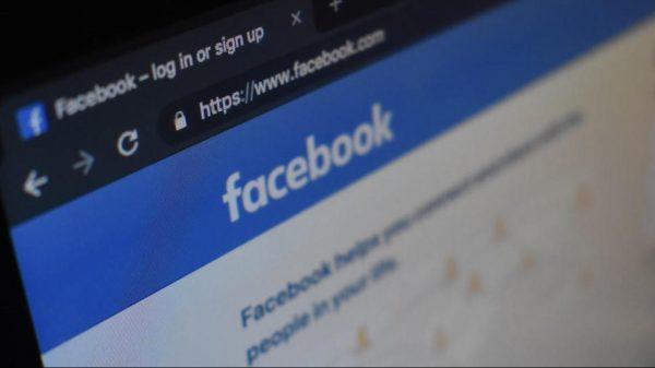 Facebook modifică termenii
