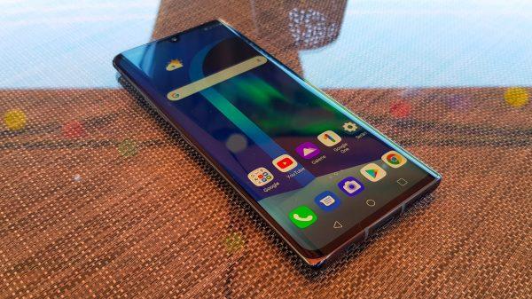 LG Velvet 5G este demn de luat în calcul