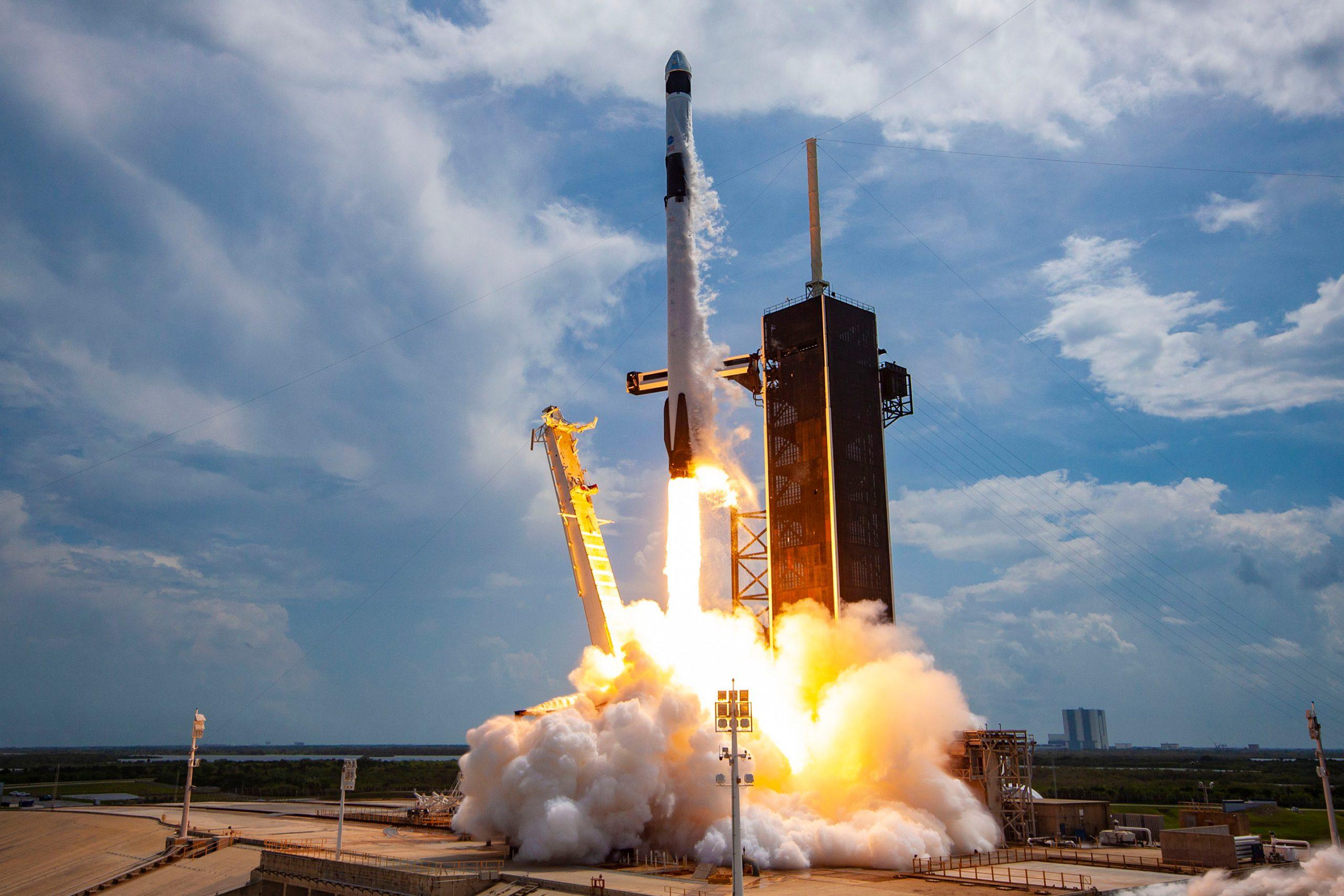 """SpaceX va încerca să """"prindă"""" racheta Super Heavy"""