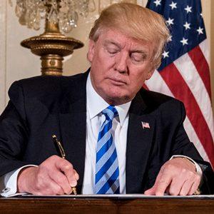 Trump semnează ordinul de blocare a opt aplicații chineze
