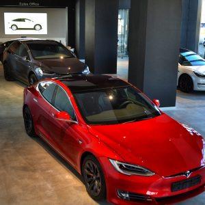 Teslounge anunță primul showroom pentru mașini Tesla