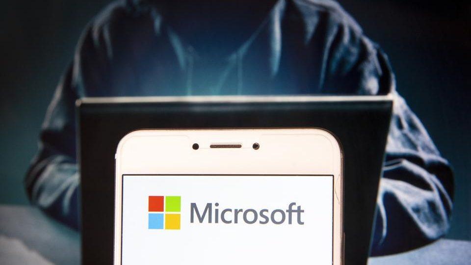 Breșă de securitate Microsoft afectează 30.000 de organizații