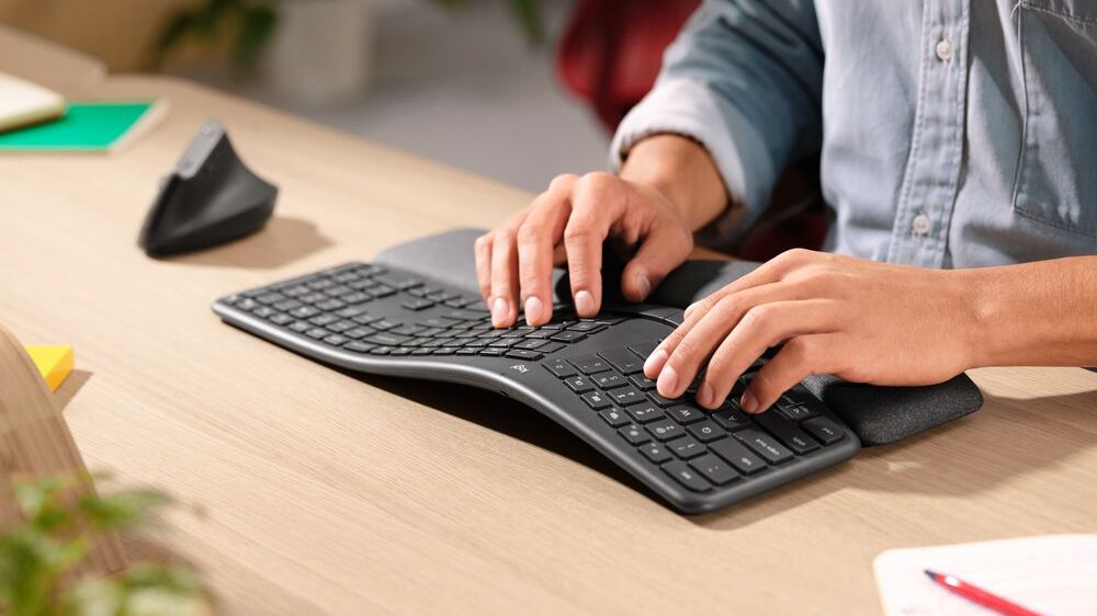 Logitech lansează tastatura ERGO K860