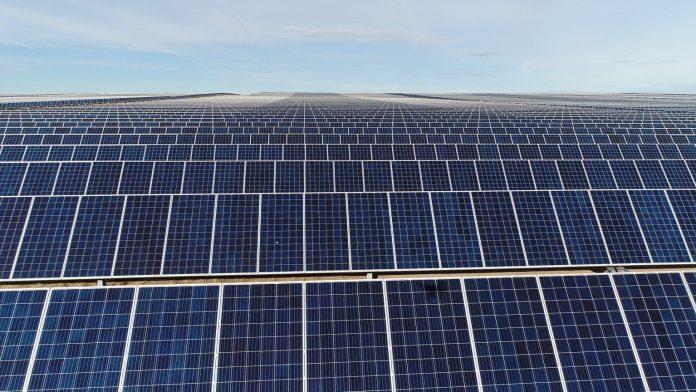 Facebook folosește 100% energie regenerabilă