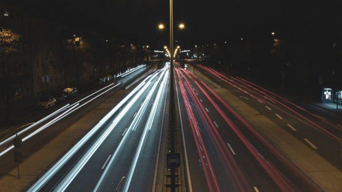 Cercetătorii testează încărcarea vehiculul electric în mers