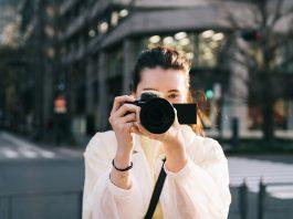 Sony lansează o nouă cameră de vlogging